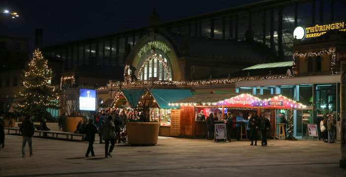 christmassy stalls at the forecourt of the station